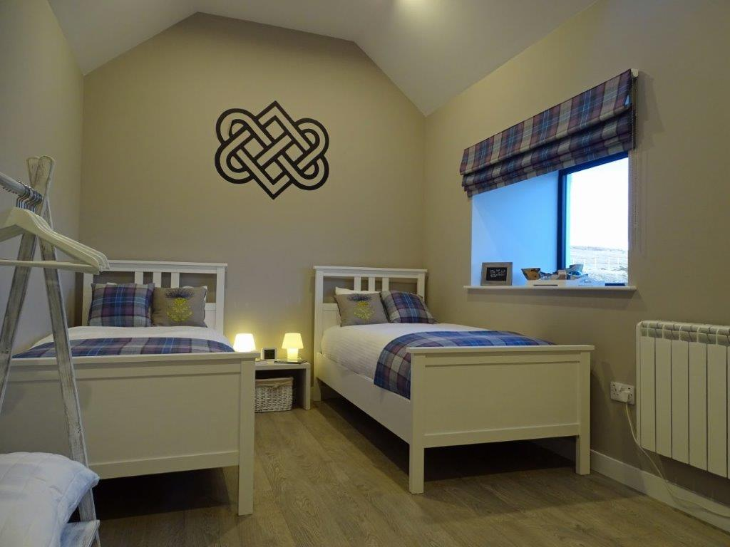 Room Sveinn with Celtic knot